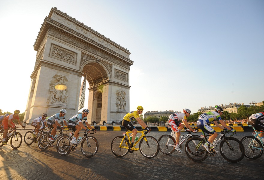 Arc de Triomphe with cyclists in front